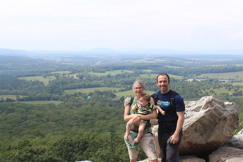 Bull Run Mountain - Happy Family at Top