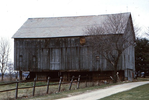 IMG_00017_Old_Barn_April_1983