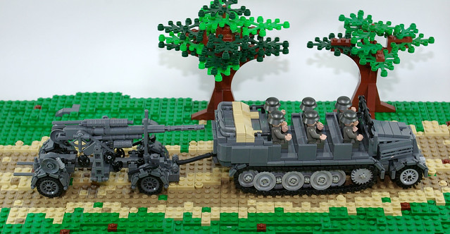 Sd_KfZ_7_towing_FLAK_88