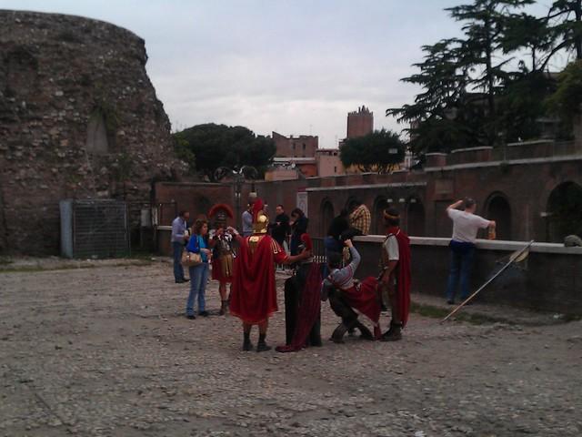 """ROMA ARCHEOLOGIA:""""Roma citta eterna"""" dello schifo,"""" Il terrazzo che guarda al Colosseo. E che annega nel degrado e nell'abbandono. Blog di ROMA FA SCHIFO (30/08/2012)."""