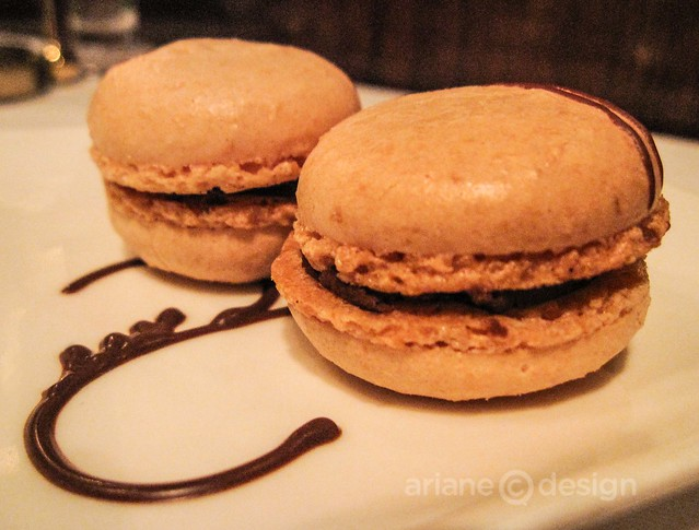 Windjammer Restaurant/apricot and chocolate macarons
