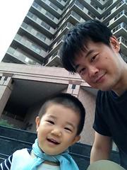 恵比寿ガーデンププレイス、父と子 (2012/8/12)