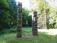 outdoor structure(0.0), stele(0.0), monument(0.0), totem pole(1.0), art(1.0), sculpture(1.0), tiki(1.0), totem(1.0), monolith(1.0),