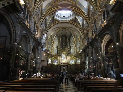 モンセラットの教会堂内部 2012年6月7日 by Poran111