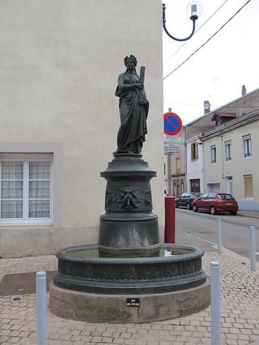 fontaine et monument raon l'etape 027