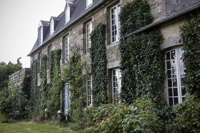 Le Château - front view
