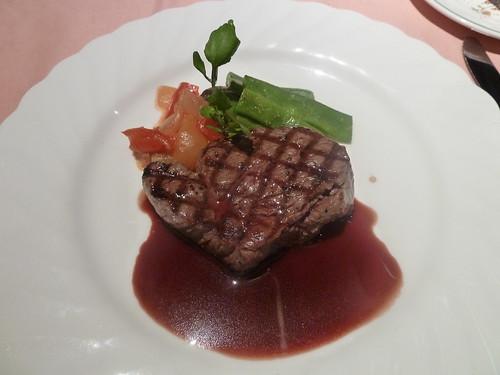特選牛フィレ肉のグリル 温野菜添え ソースヴァンルージュ
