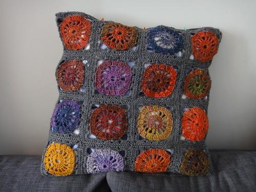 Kehrä-tyyny toinen puoli