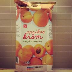 plant(0.0), produce(0.0), peach(1.0), fruit(1.0), food(1.0), juice(1.0),