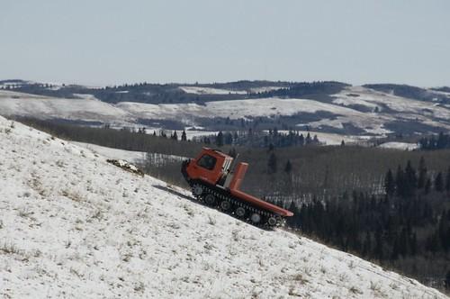 rubber track dumper climbing