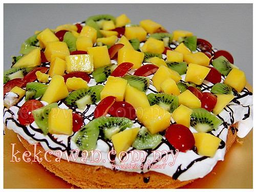 Mini Vanilla Sponge Cake with Fresh Fruit