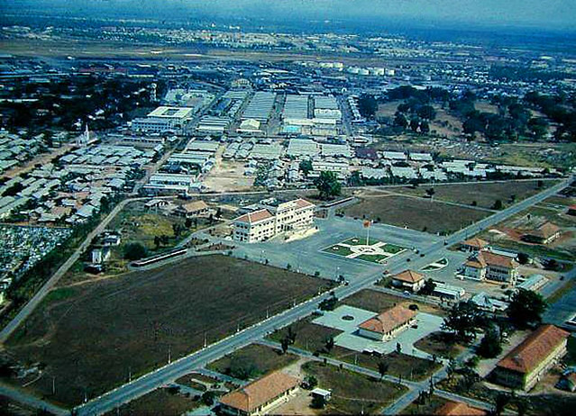 TSN Air Force Base - Tòa nhà giữa ảnh là trụ sở Bộ TTM QĐ VNCH