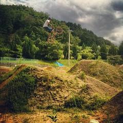 約一ヶ月ぶりでこの飛び!攻めてるねぇ。#trails #bmx