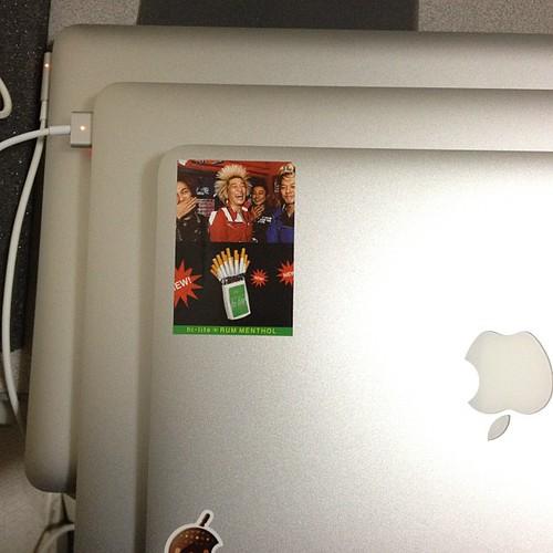歴代のMacBook。3台もあると威圧感あるな。