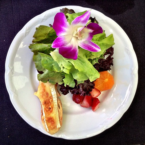 #kfreshmaui Kula greens and strawberries, macadamia brie crouton, golden ale vinaigrette