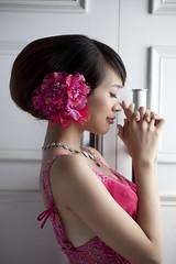 [フリー画像素材] 人物, 女性 - アジア, 人物 - 横顔・横を向く, 人物 - 目を閉じる, ワンピース・ドレス, 台湾人 ID:201212012200