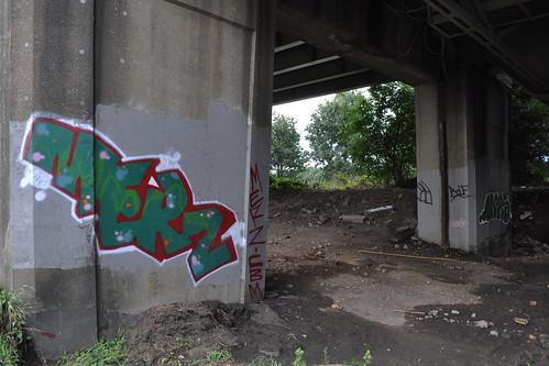 More graffiti under the M4