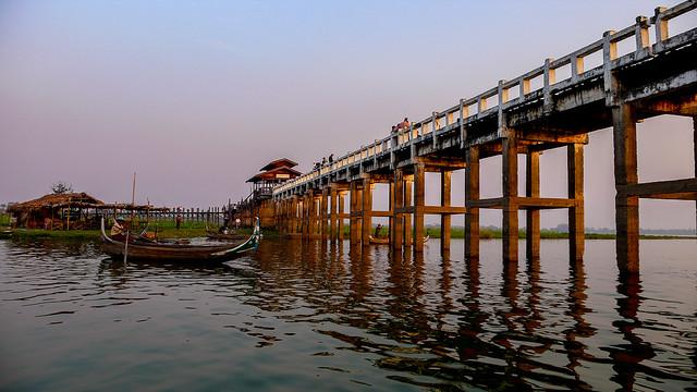 Atardecer en el Puente de U Bein. Lago Taungthaman. Amarapura. Birmania