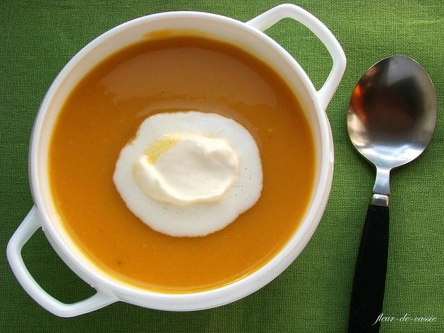 суп тыквенный с имбирными сливками 1