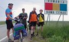 Die sensationellste Fahrradtour von Billedern ist die 2002 von vier Viertgässlern von Karlsruhe nach Billed. Im Bild die Radler vor der Grenze zum Rumänischen Banat.
