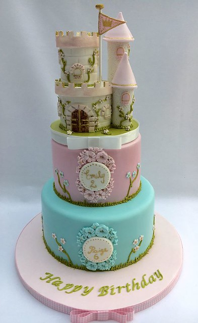 Cake by Michelle O'Brien of Polka-Dotty Cakes
