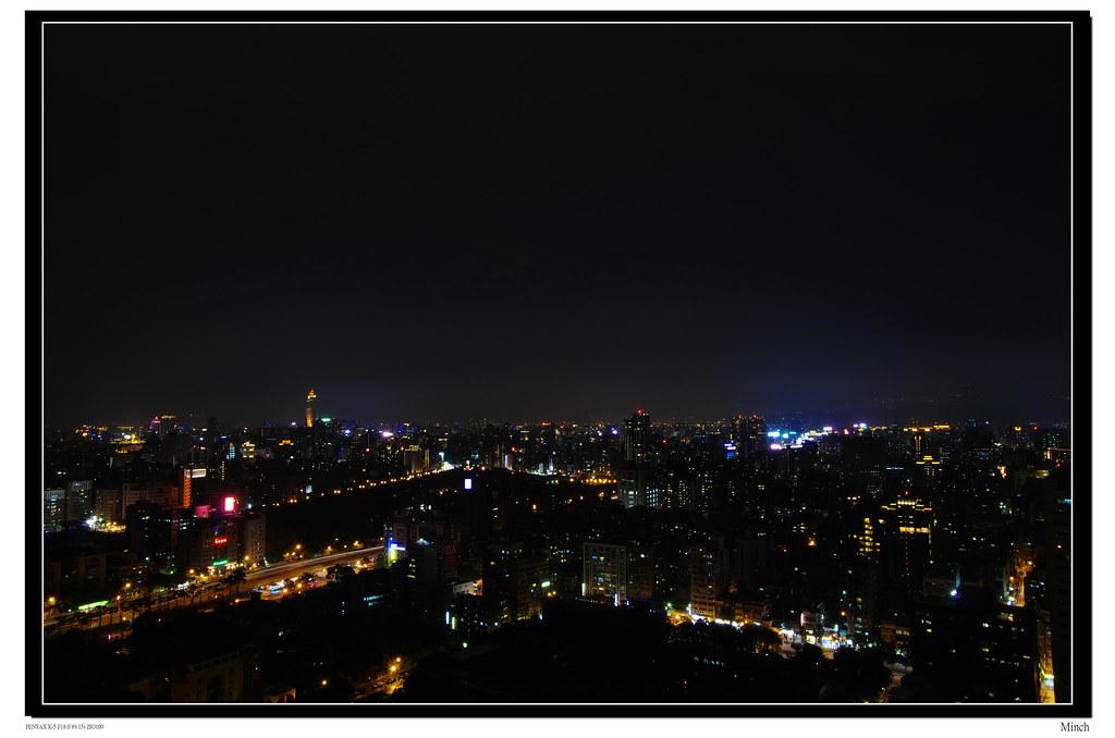 台北雨後的夜