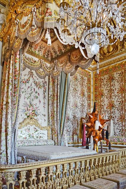 La chambre de la reine et l 39 art contemporain versailles for Chambre de la reine