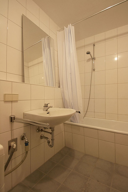 SmallHeidelbergBathroom4