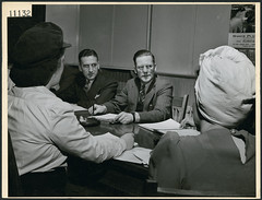 Members of the labour-management committee of the Amalgamated Electric Company plant discuss issues, Toronto / Membres du comité patronal-syndical de l'usine de l'Amalgamated Electric Company en train de discuter, Toronto