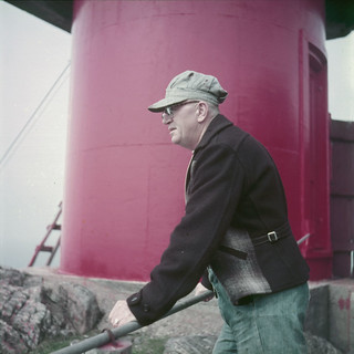 A lighthouse keeper at St. Paul's Island, Nova Scotia / Un gardien de phare sur l'Île St-Paul, Nouvelle-Écosse