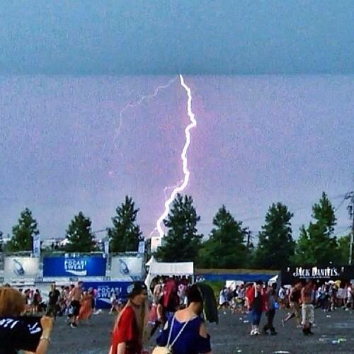 雷で中断してたけどなんとか再開。雷落ちる瞬間