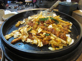 Frying dakkalbi