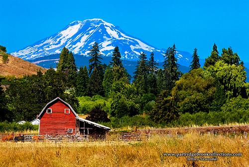 summer mountain oregon barn washington farm mounthood hoodriver mountadams hoodriveroregon