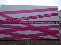 Willkommen in Deiner vernetzten Welt. Mit dem besten Mobilfunknetz. (Telekom-Werbung auf der IFA 2012)
