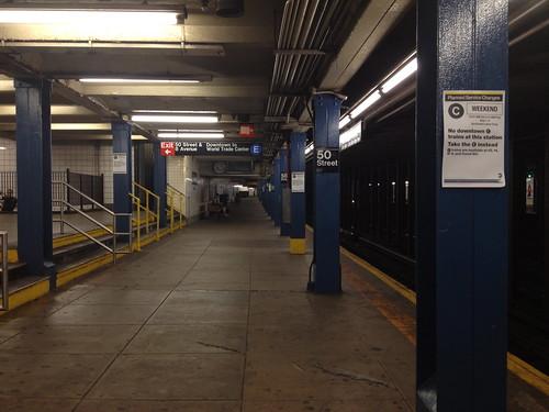 深夜の地下鉄。