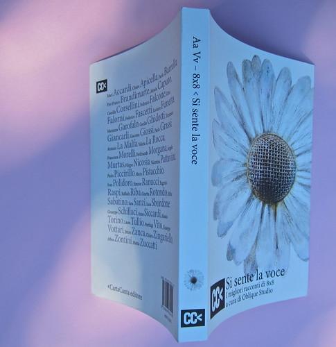 Si sente la voce. 8x8 / Oblique Studio. Carta Canta 2012. Quarta di copertina, dorso, copertina (part.), 1