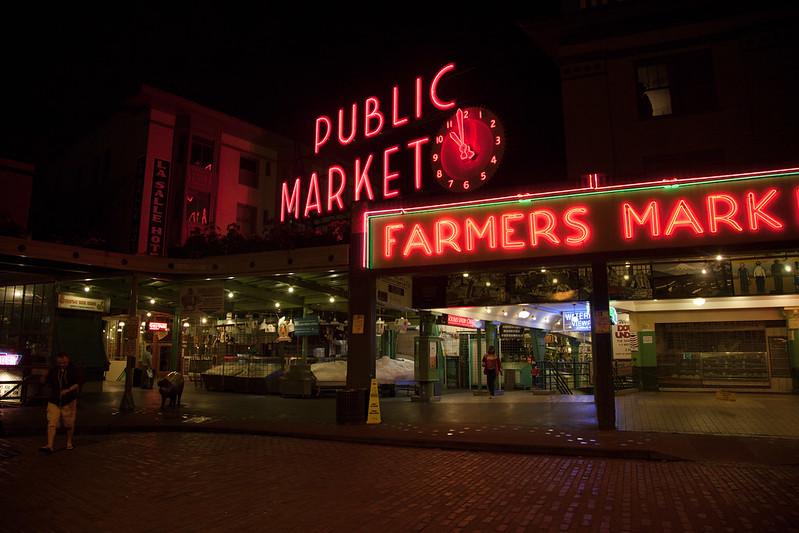 Public Market [EOS 5DMK2 | EF 24-105L@24mm | 1/40s | f/5.0 | ISO800]