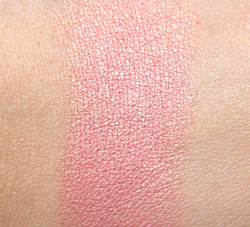 kicks must-have blusher swatch