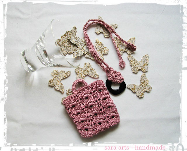 Romantic crochet necklace with case