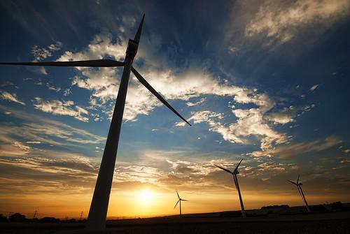 [フリー画像素材] 建築物・町並み, 風車, 朝焼け・夕焼け, 風力発電, 発電所, 風景 - イギリス ID:201210011600