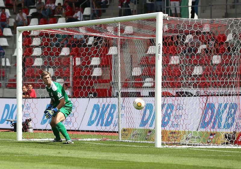 30.07.2016   FC Rot-Weiß Erfurt vs. Hallescher FC 0-3 , Foto: Frank Steinhorst - Pressefoto