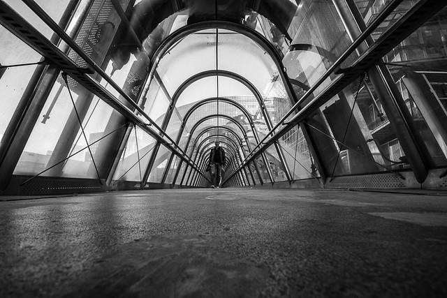 La Défense, passerelle, par Franck Vervial