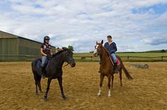 Claire et Peluche et une autre cavalière