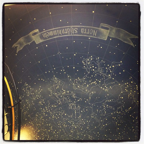 Stjärnhimlen i taket i trapphallen på Domarringen