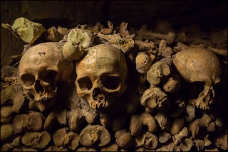 Creepy visit to Les Catacombes - Things to do in Paris