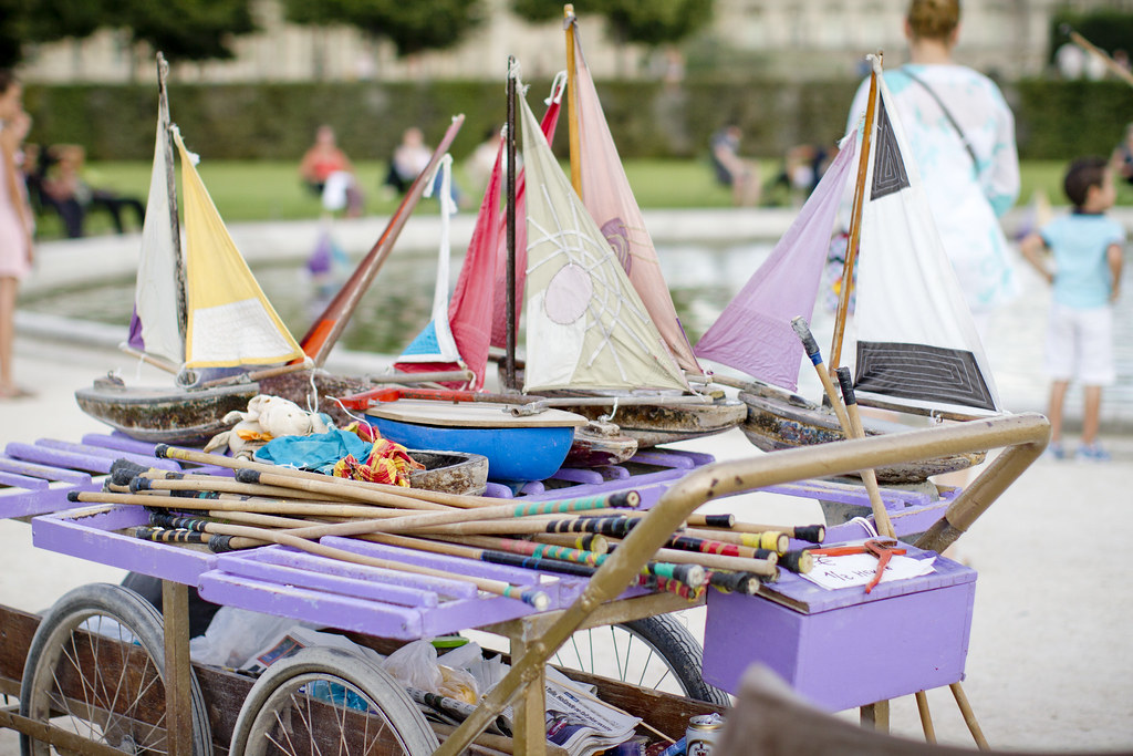 paris_tuileries_summer_pond_boats_1