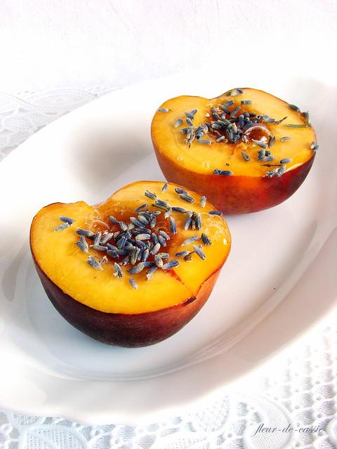 персики запеченные с лавандой и медом 1