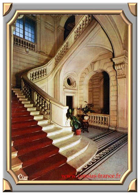 LES HALLES - Le Hall d'entrée du Château -70-150
