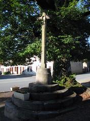 Nouziers (calvaire devant portail église) 1