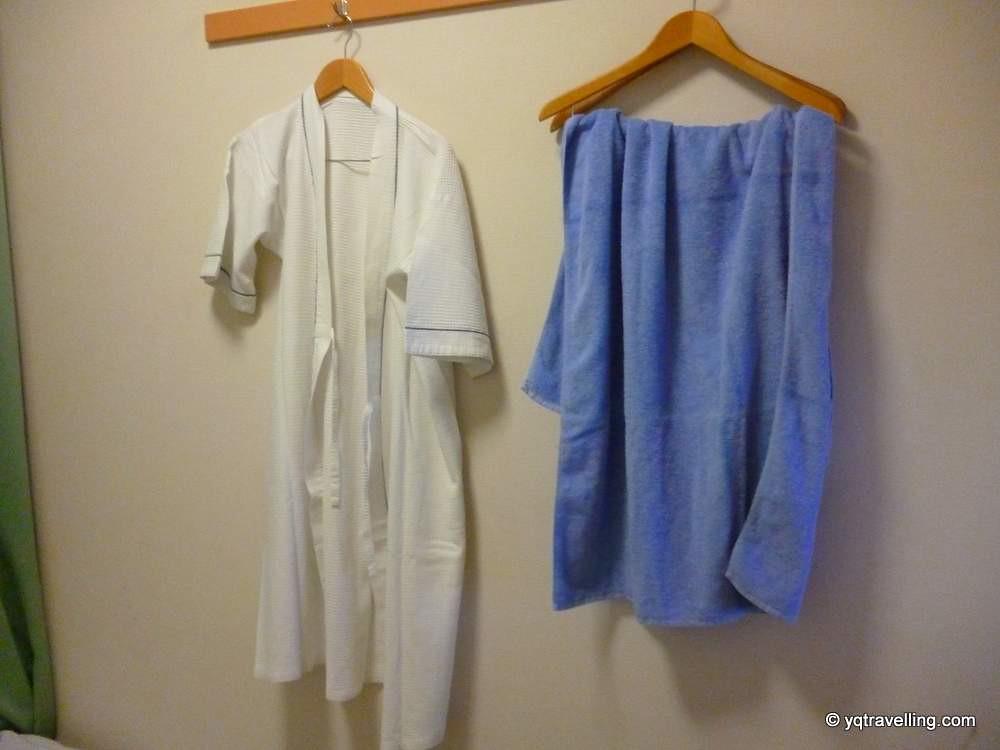 Hotel Maruchu's bathrobe and towel